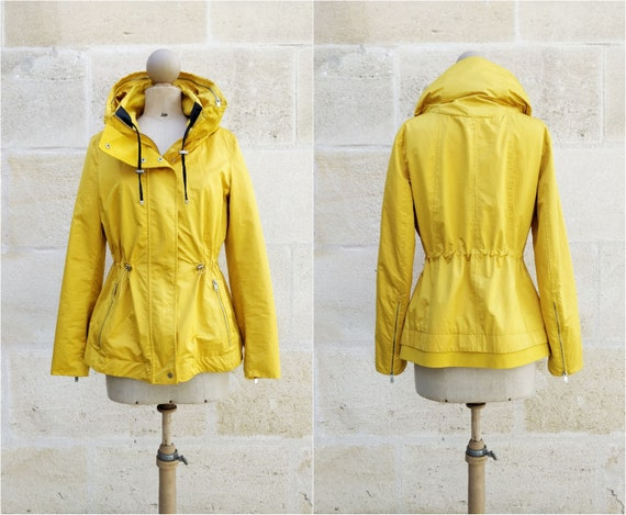 Hooded jacket / yellow jacket lined