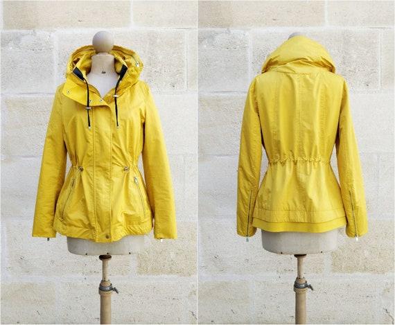 Hooded jacket / yellow jacket lined