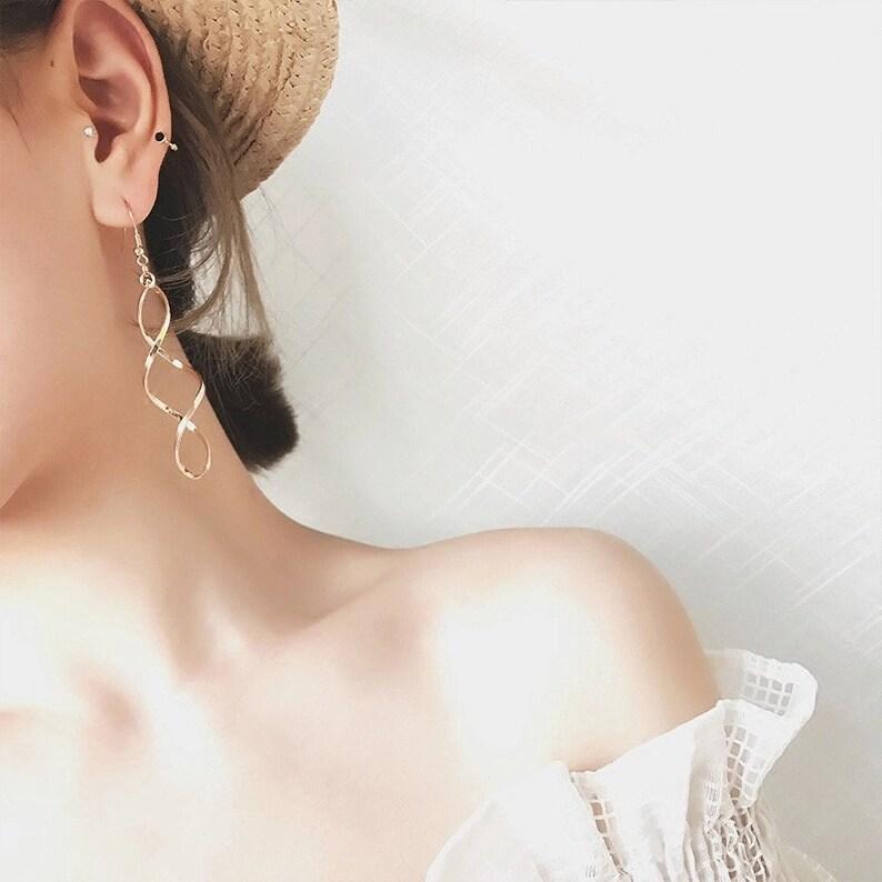 Statement Earrings Gold Silver Long Spiral Twist Earrings everyday Earrings Long Spiral Earrings Minimalist Dangle Earrings