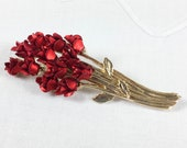 Vintage Danbury Mint Avon dozen red roses brooch, gold tone stems and leaves with red satin finish blossoms, 1997