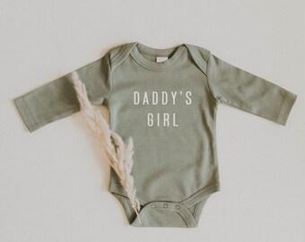 DADDY/'S GIRL RETRO x Organic Cotton Onesie x Modern Screen Printed Baby Bodysuit x Minimal Screen Printed Design Onesie x Baby Gift x Kid
