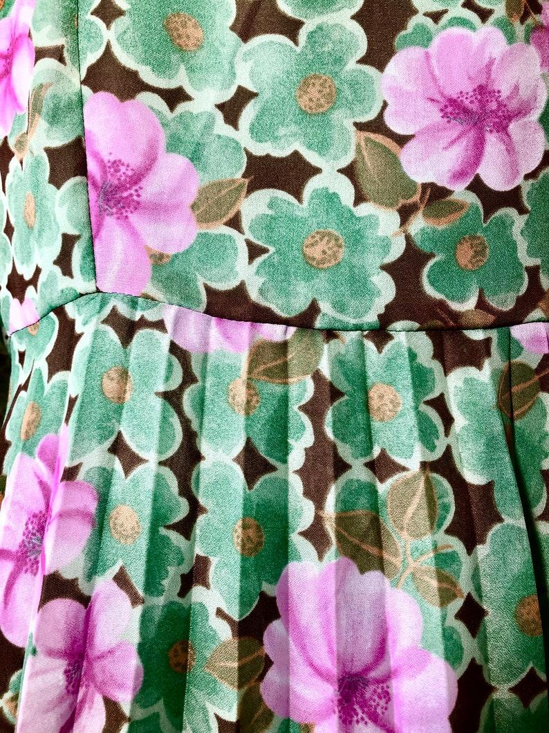 M to L TREVIRA Green Floral 70s Vintage Dress Europe