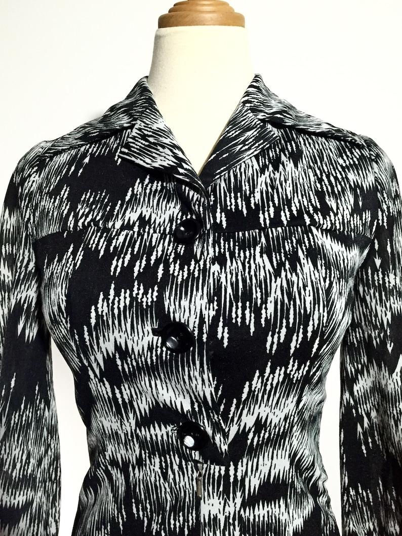 S Black /& White Arrow-like Abstract Print 70s Vintage Dress