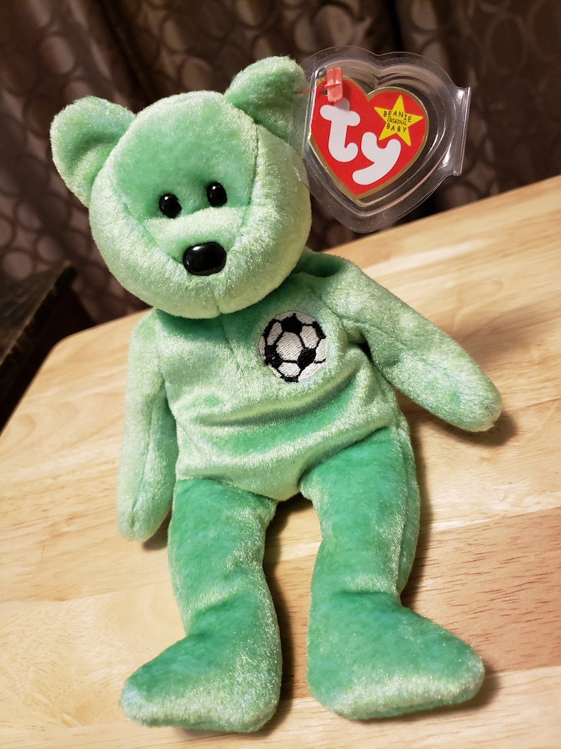 "A MUST HAVE! RETIRED TY Beanie Babies /""KICKS/"" the SOCCER Ball Teddy Bear MWMTs"