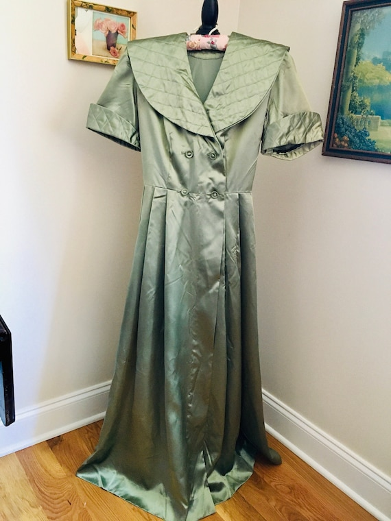 1940'S HOSTESS/DRESSING GOWN