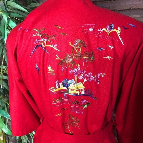 Golden Bee Chinese Vtg Embroidered Red Silk Robe