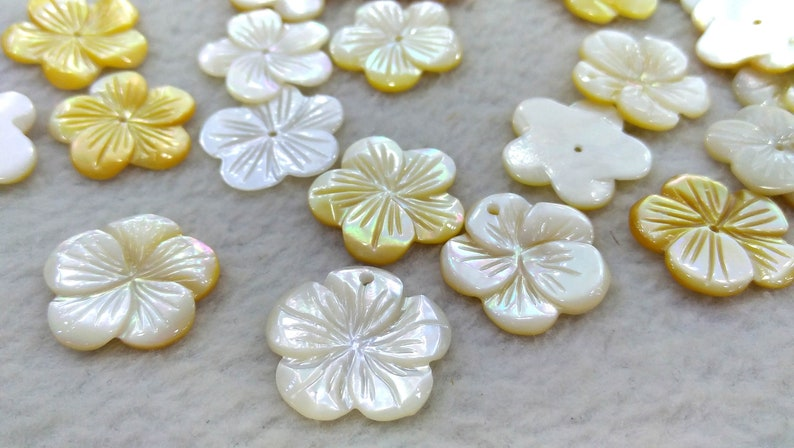 Center Drilled Lot 20pcs Pearl shell jewelry Grey black-Yellow-pink  Mother of Pearl Shell jewelry Carved Flowers petal beads 8-12mm-