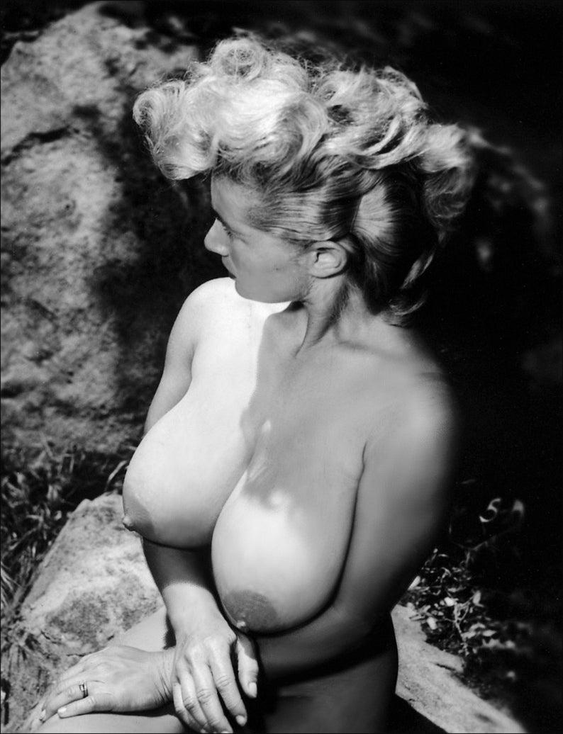 Burlesque vintage showgirl