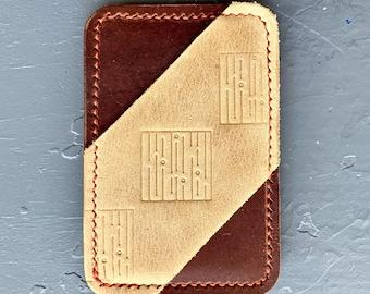 Minimalist card holder, three-pocket, two-tone, with horizontal middle pocket