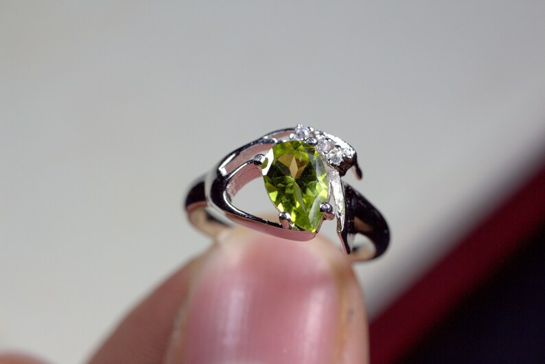 anniversary ring Natural gemstone ring Pear cut solitaire ring N607 925 sterling silver August birthstone natural green peridot ring