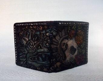 3afbb1633 Cartera cincelada cosida y pintada a mano con técnicas de talabartería  mexicana cuero y piel