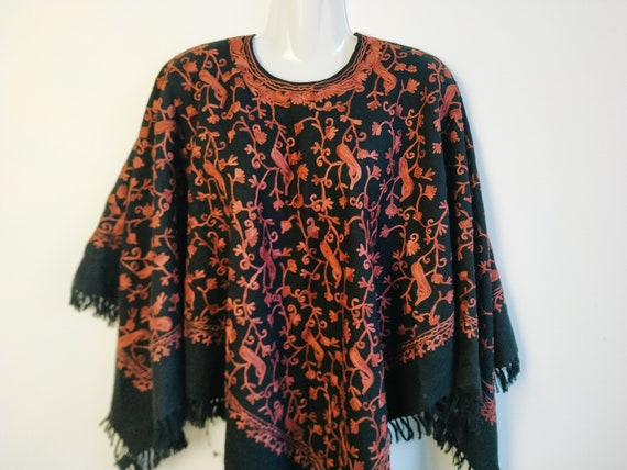 Vintage black red embroidered poncho, Fringe ponch