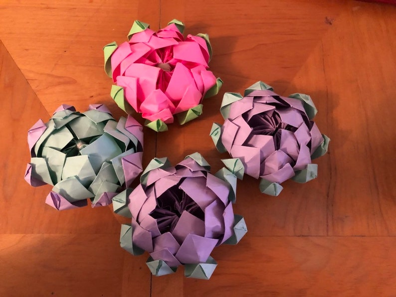 How to Fold an Origami Lotus Flower and use it to decorate a present | 596x794
