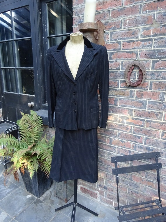 1930s WOMEN'S PINSTRIPE SUIT-30s 2 Piece Worsted S