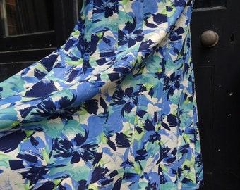 VINTAGE LINEN SKIRT-Vintage Floral Flared Skirt.