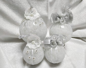 Set of 4 mixed baubles, Silver and white Christmas ornaments, Christmas home decor