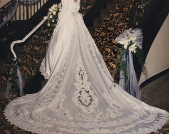 b1bff22a1 Vintage long sleeve wedding dress