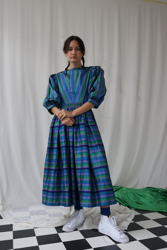The Puffiest Puff Sleeve True Vintage Peasant Dre… - image 6