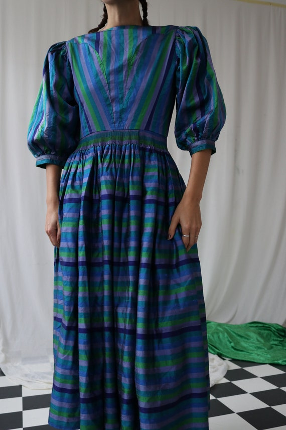 The Puffiest Puff Sleeve True Vintage Peasant Dre… - image 9