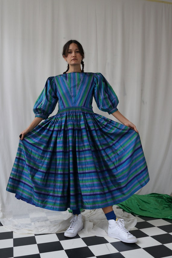 The Puffiest Puff Sleeve True Vintage Peasant Dre… - image 8
