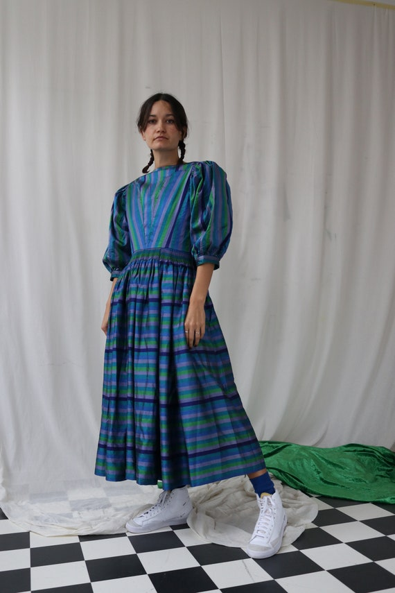 The Puffiest Puff Sleeve True Vintage Peasant Dre… - image 1