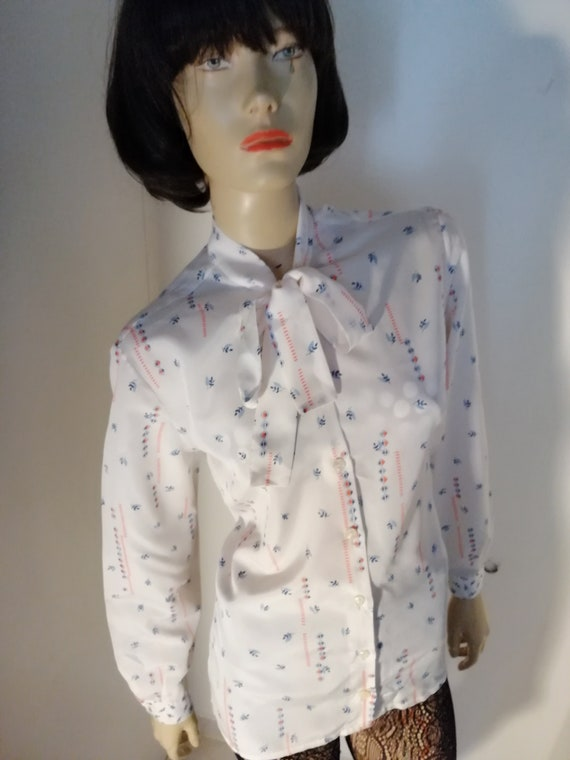 1970s vintage pussy bow French Blouse size Large /