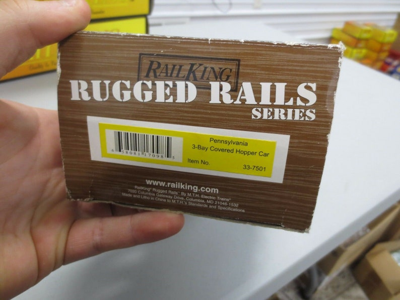Rail King Rugged Rails Series 33-7501 Pennsylvania 3-Bay Covered Hopper MINT