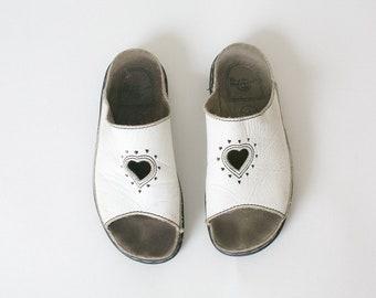 c96a6706b9b4 DRMARTENS sandals White 90s Vintage Heart Slip on 9 AU Dr MartensLeather  chunky PLATFORM grunge sandals