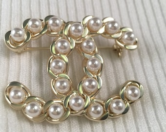 7ef453354b9 Authentic chanel light gold brooch