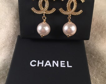 21ddd0b07d4 Authentic chanel gold tone drop earrings