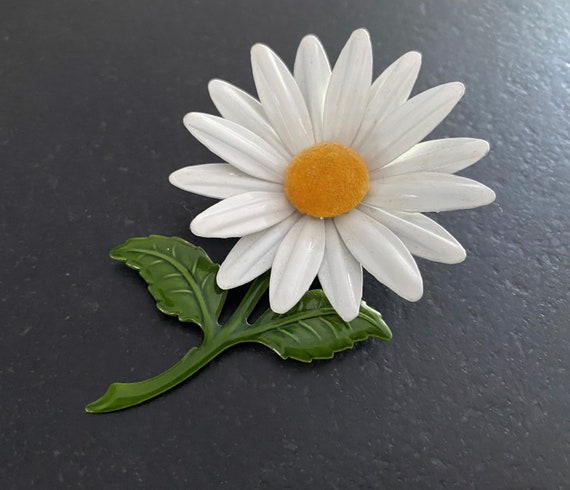 Vintage Black White Metal Enamel DaisyFlower PinBrooch ~ Vintage Accessories ~ Vintage Flower ~ Vintage Brooch ~ Vintage Jewelry ~ 1960/'s
