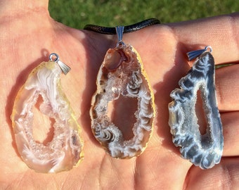 Natural Agate Slice Pendant Necklace / Druzy Geode Pendant / Raw Crystal Necklace / Agate Quartz Necklace