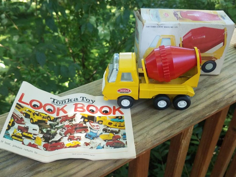 Vintage Tiny Tonka Cement Mixer Truck #575 with box and tonka toy look book