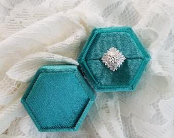 Velvet Ring Box, Emerald Green, Single   Engagement Ring & Wedding Set Elegant Keepsake Box