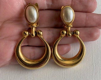 342c0176f Vintage Paolo Gucci gold tone faux pearl dangle hoop clip on earrings