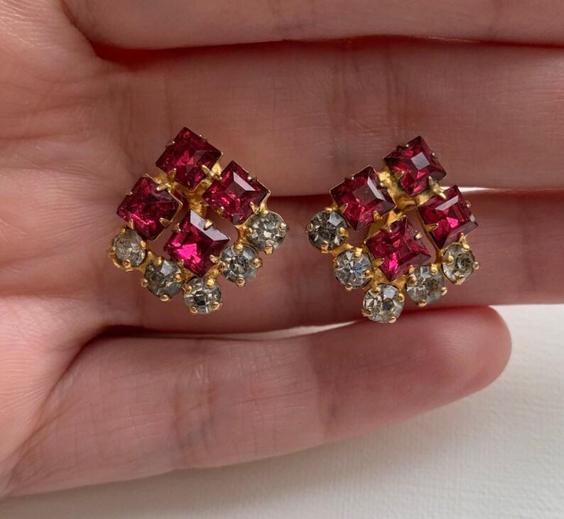 Vintage pink and clear rhinestone screw back earrings
