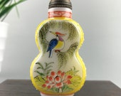 The glazed snuff bottle is hand-painted by birds and flowers