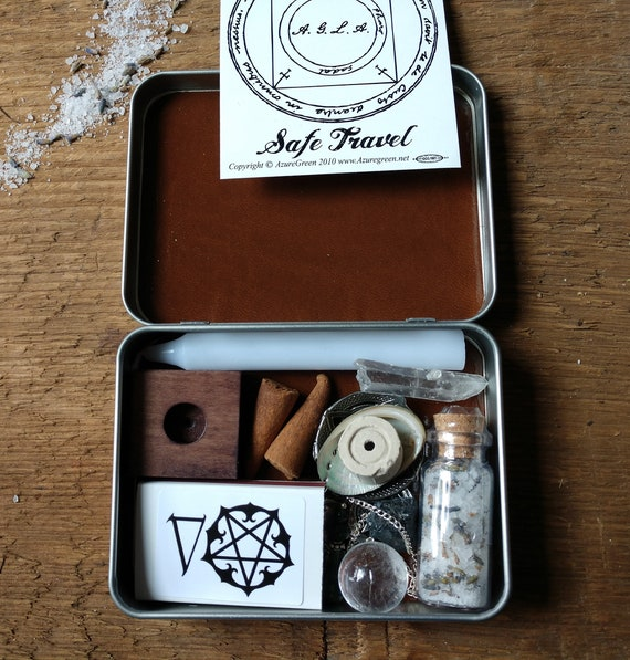 Nature Witchy Travel Altar, Pocket Altar, Witchy Mini Altar, Purse Altar, Miniature Altar, Altar in a Tin, Green Witchy Altar
