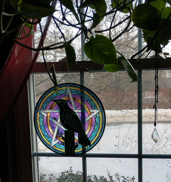 Raven with Pentagram Stained Glass, Sun Catcher of Raven on Pentagram, Window Hanging of Raven on Pentagram