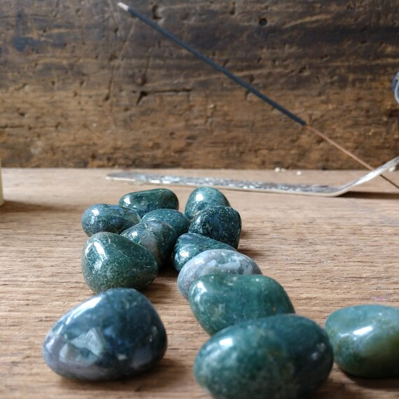 Tumbled Moss Agate, Green Stone for Money and Heart Chakra, Moss Agate Smooth Stone, Witch's Moss Agate for Magick