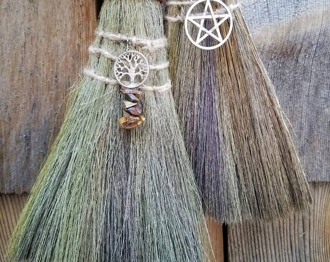 Witches Altar Besom, Handheld Wiccan Broom, Pagan Crystal Altar Broom Besom, Witch's Alter Tools Mini Broom for Protection and Spellcasting