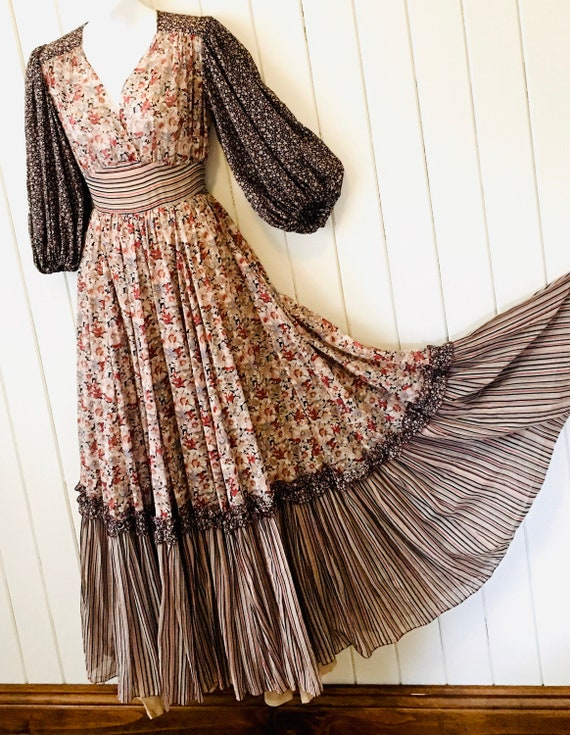 Cottage Core, Vintage 70s Floral Maxi Dress, Woodl