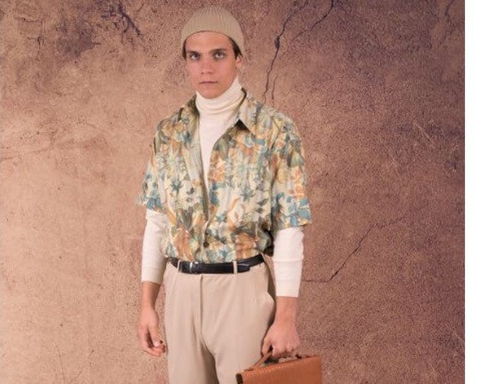 Men's Vintage shirt from the 90s  with short sleeve abstract, botanic print and collar