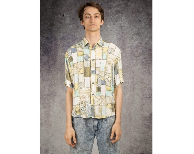 Eye-catching 90s summer short sleeve shirt with artsy print • Vintage clothing size S/M