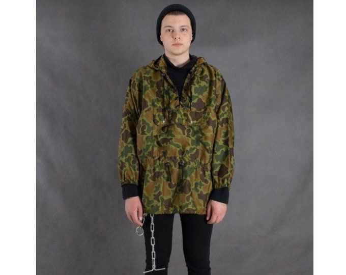 Vintage 90s camouflage / camo military windbreaker shell jacket • Vintage activewear • Vintage clothing