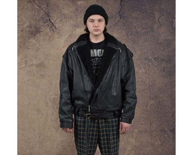 Vintage 90s  real leather, classic, asymmetric men's black quilted Shearling Fur biker jacket with faux fur collar and body lining