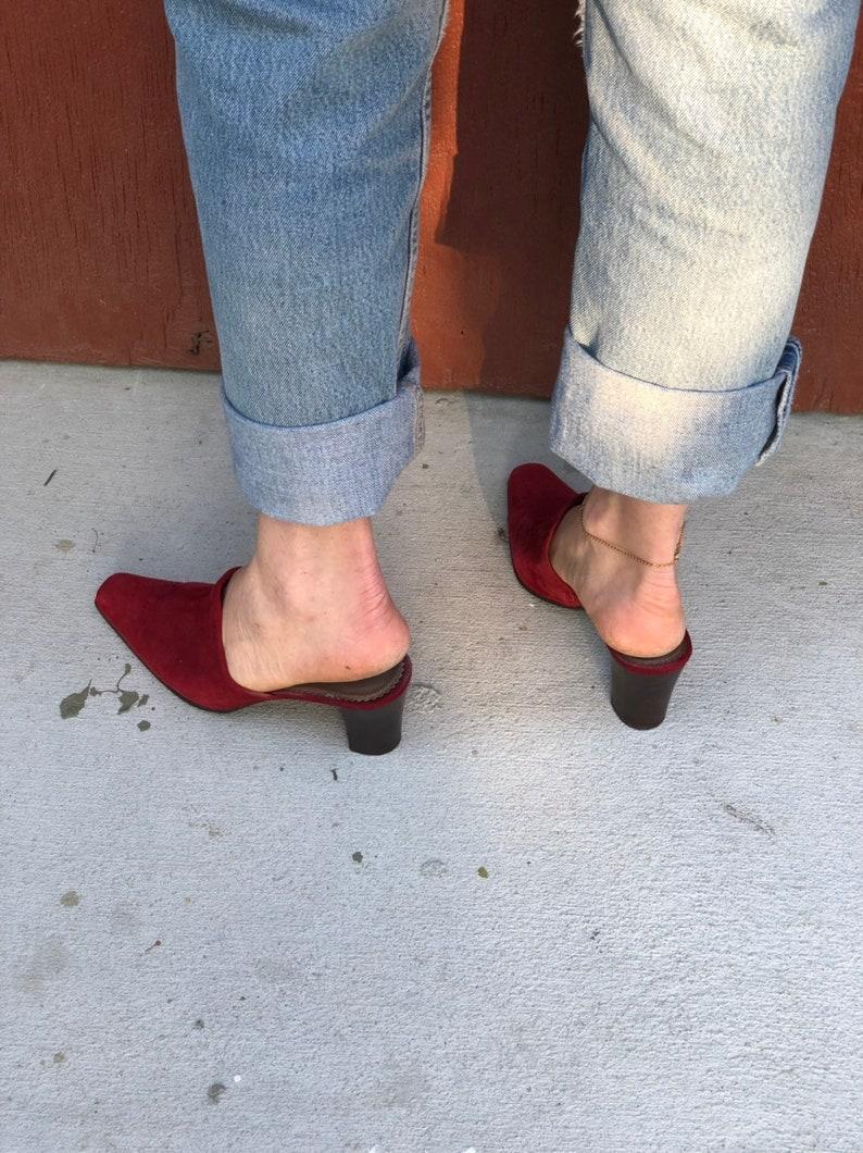 80f3368b63895 Vintage Mules Liz Claiborne Scarlet Red Cranberry Suede Pointy Toe Kitten  Heel Mules 7.5