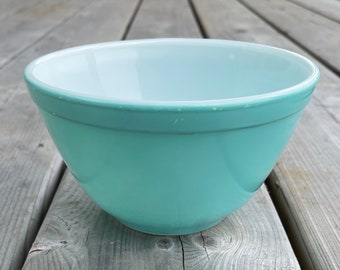 Vintage Pyrex Turquoise Robin's Egg Blue Solid Colored Nesting Mixing Bowl 1 1/2 Pint 401 Retro 50s Turquoise Pyrex Retro Kitchen