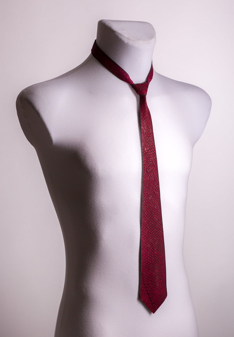 finished bound for all neck widths Tie Bordeaux made of genuine salmon leather in grey silk