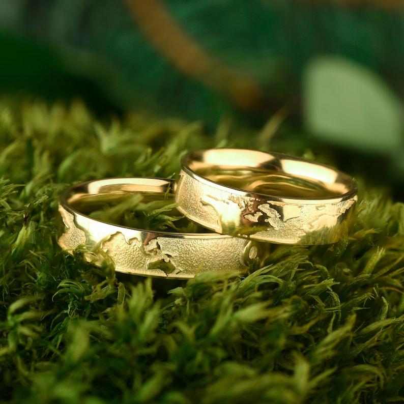 Metal world map 14K Gold plated ring set Brushed ring gold plated Rustic wedding ring